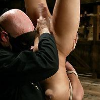 Annie Cruz squirts and sucks cock with her elbows bound